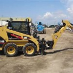 mini incarcator frontal bobcat caterpillat cat 216 b